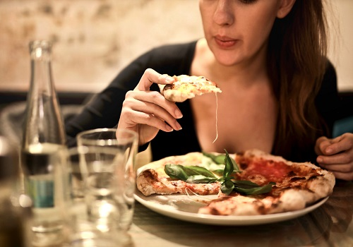 Weird reasons you binge on junk foods at night